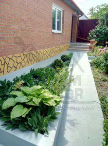 Цоколь дома покрашен резиновой краской PromColor
